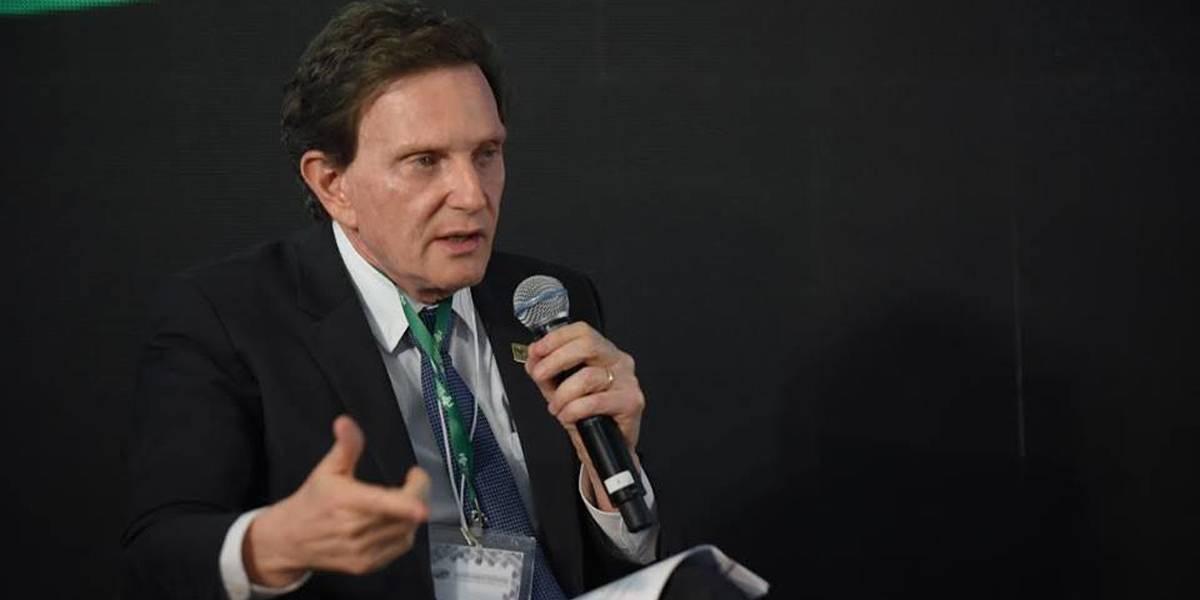 'Vão até lançar o Balsa Família', diz Crivella em piada sobre chuvas