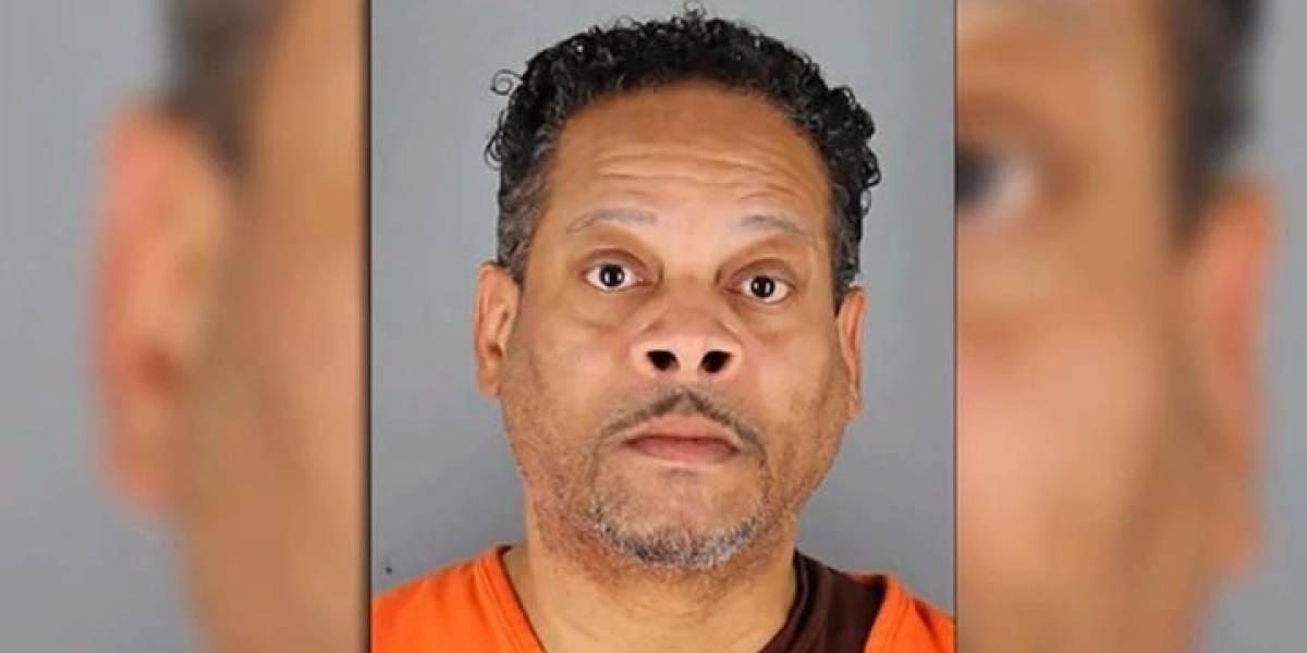 Ataba a sus hijas con cadena para perros para violarlas