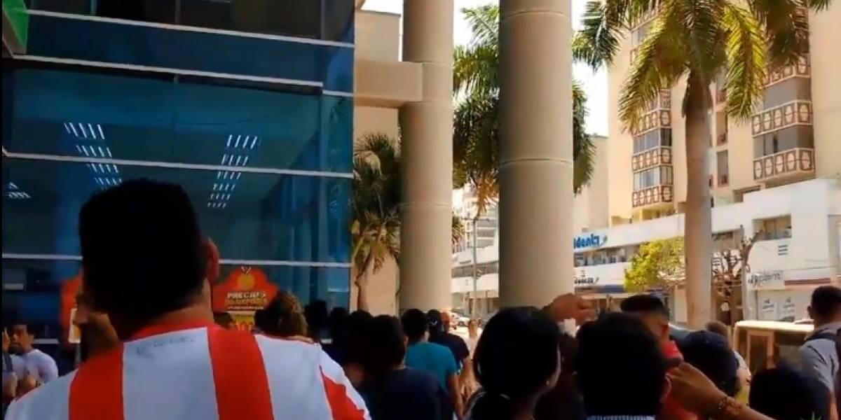 Decenas de personas aseguraron ver un presunto ovni en centro comercial de Barranquilla