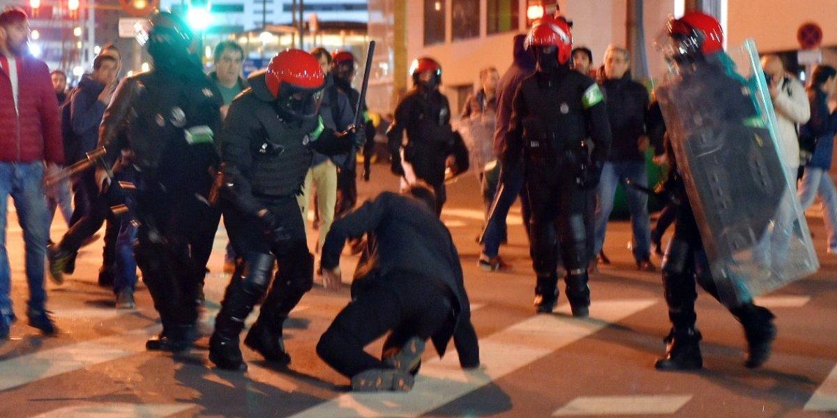 Policía muere por altercados entre aficionados del Spartak y el Athletic de Bilbao