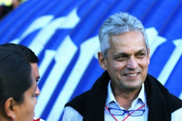Reinaldo Rueda se reunió con 16 jugadores en México y aprovechó a ver el partido de Morelia / imagen: Monarcas Morelia