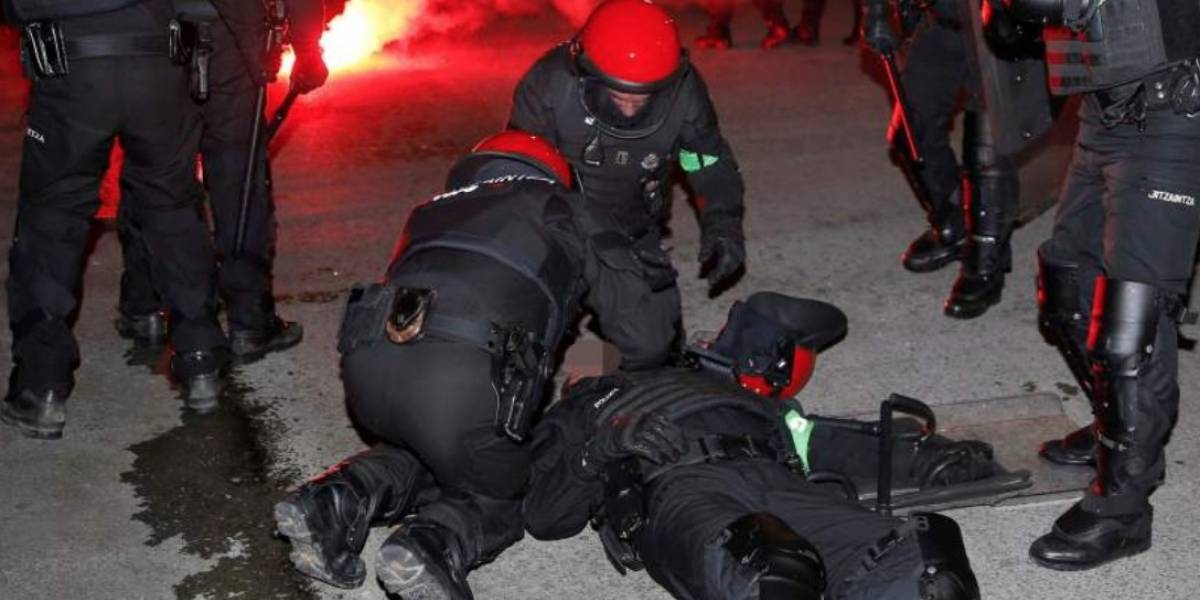 Policía confirma muerte de agente en partido de Liga Europa