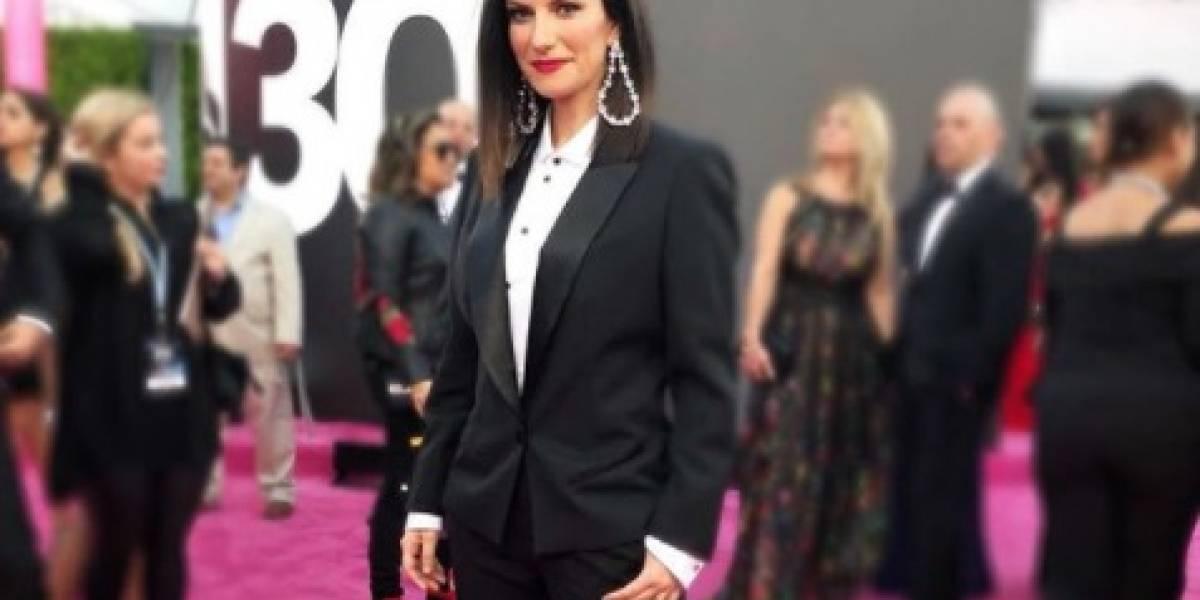 Estrellas latinas se visten de negro en la alfombra de los Premios Lo Nuestro