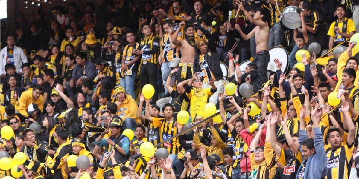 VIDEO: Aficionados obligan a seguidoras del equipo contrario a desnudarse