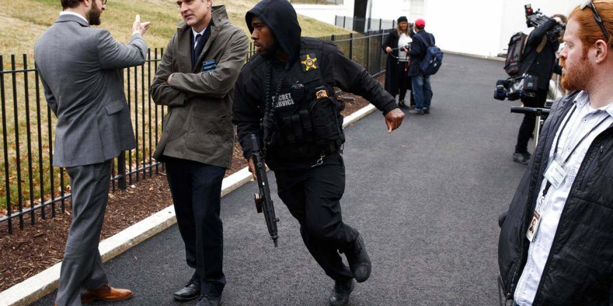 Mujer se impacta contra barrera en punto de acceso a la Casa Blanca