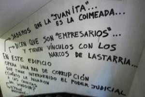 Mensajes enigmáticos que aparecen en edificio de Santiago Centro