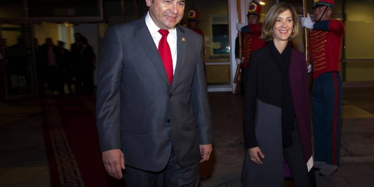 Presidente de Guatemala viaja a Colombia para afianzar con Santos la relación