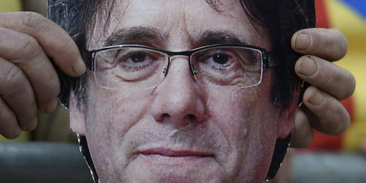 Denuncian paradero de Puigdemont y la policía española encontró a un famoso humorista