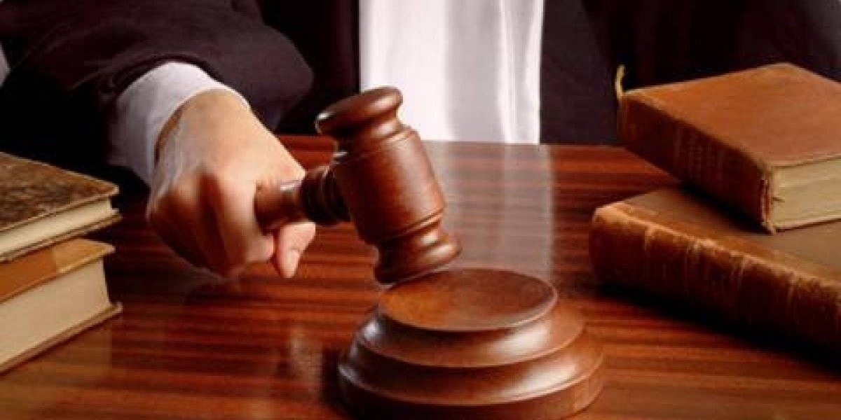 Condenan a 15 años de prisión a hombre por robo y porte ilegal de arma