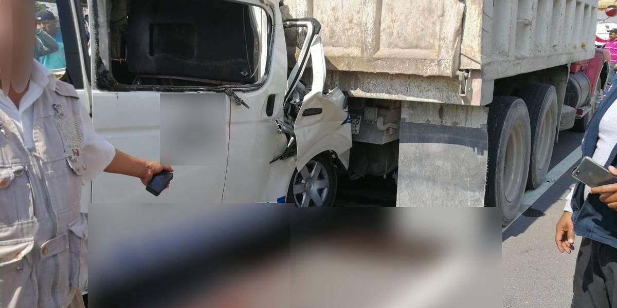 Choque entre combi y camión de carga en la México-Puebla deja al menos 4 muertos