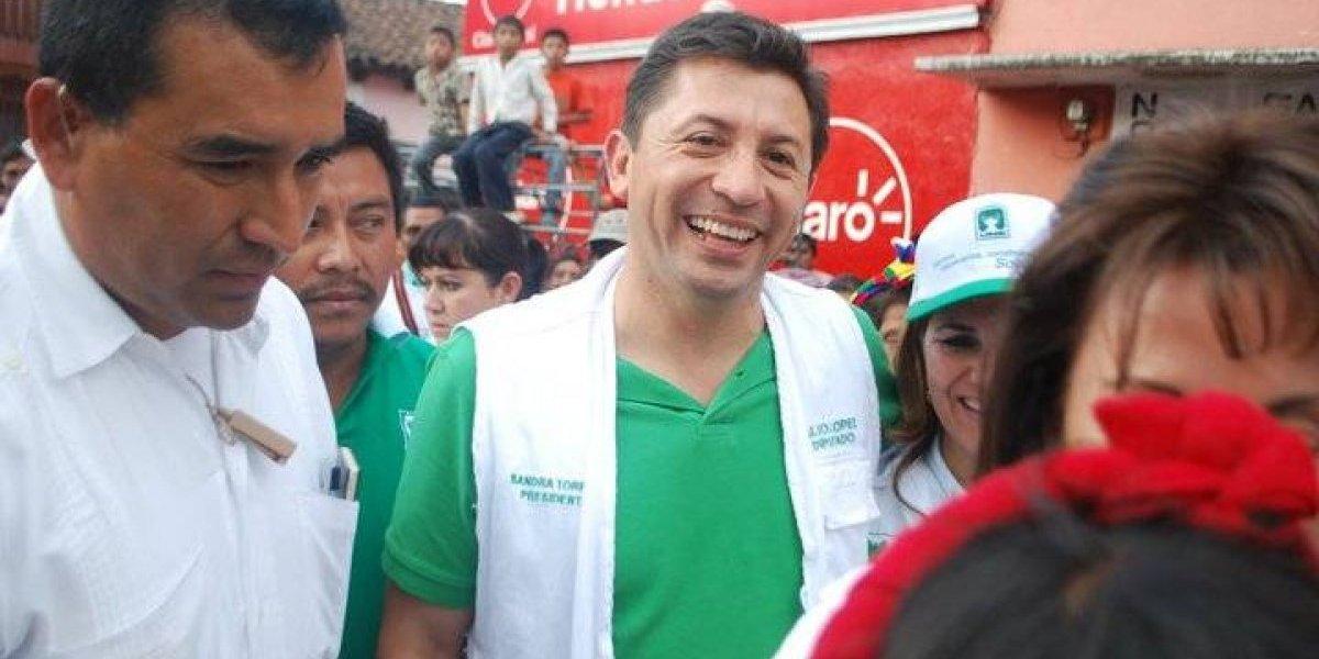 Exdiputado César López pide revocar orden de captura en su contra