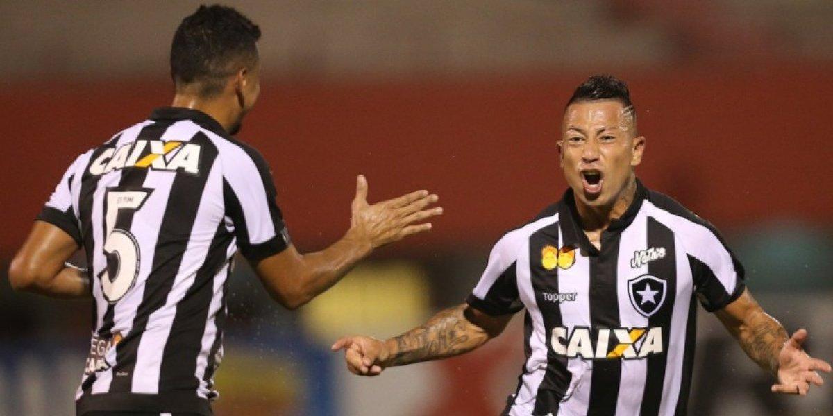 Leo Valencia marcó su primer gol en Botafogo con un impecable tiro libre