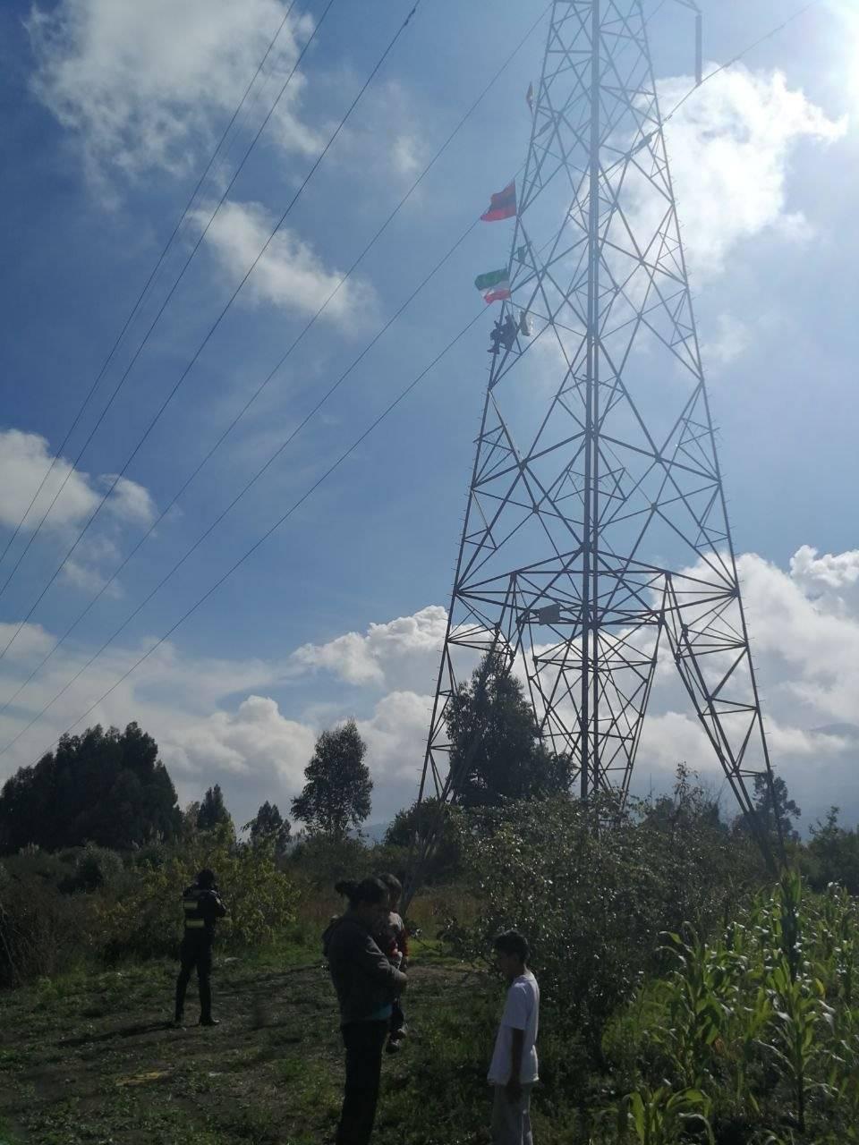 Tungurahua: Hombre sube a cumbre de torre eléctrica para intentar suicidarse