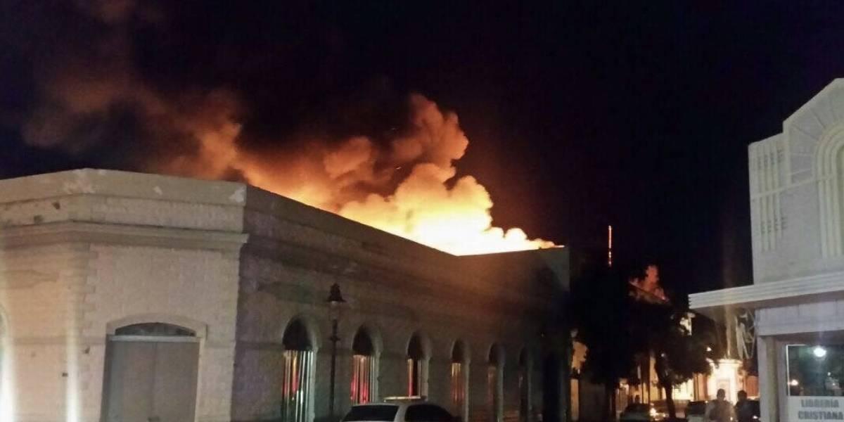 Bajo investigación incendio en edificio del servicio postal