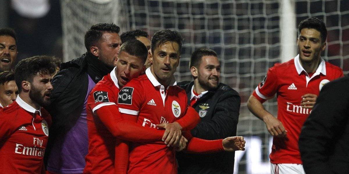 ¡Jonás 'ratero'! le quita gol a Jiménez en triunfo del Benfica