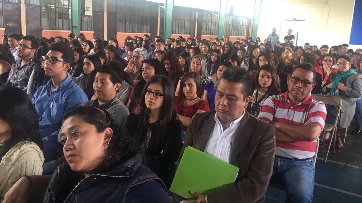 Estudiantes escuchan al comisionado Iván Velásquez