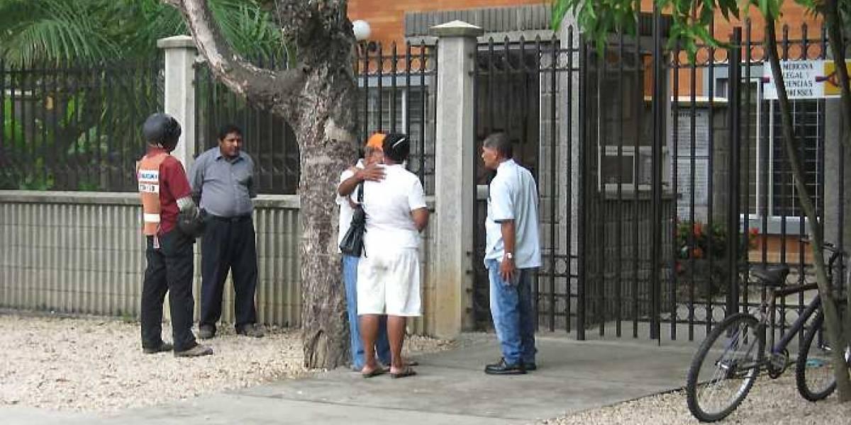 ¡Aterrador! Vecinos de morgue se quejan por el mal olor tras daño en las neveras de la entidad