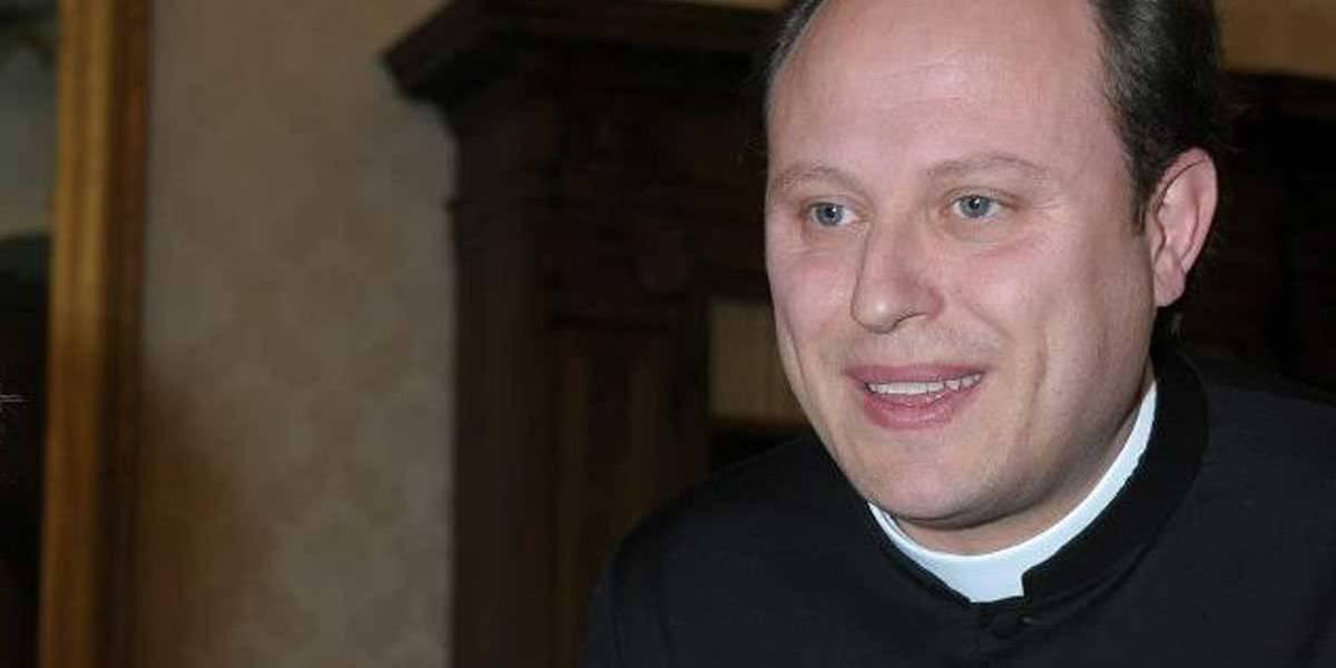 Padre é preso por abusar e exorcizar mulheres na Itália