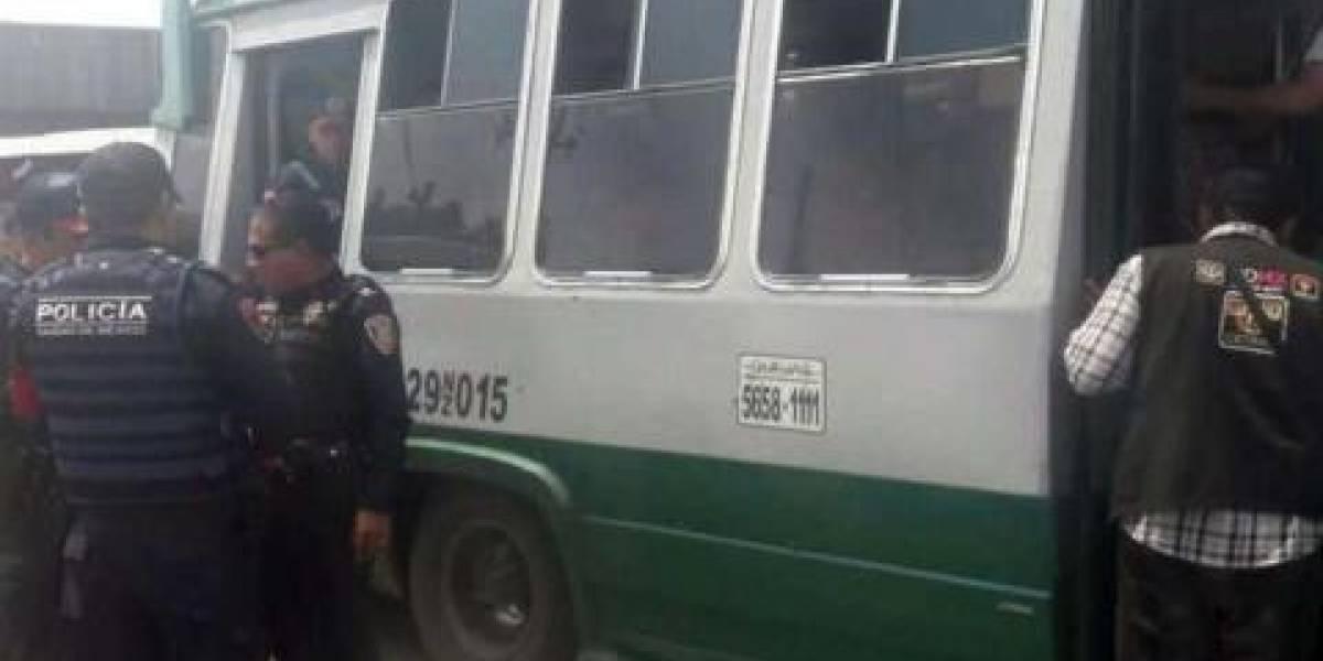 Locatarios de mercado en Pantitlán sometene a presunto ladrón y hieren a cómplice