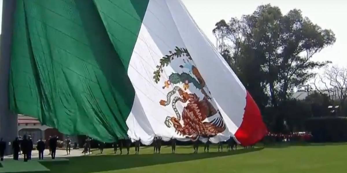 ¿Qué significa izar la Bandera de México al revés?