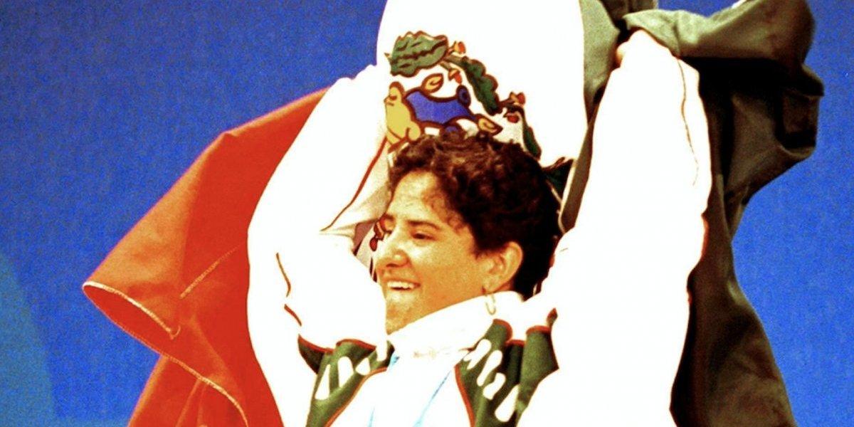 Deportistas que han llorado con la Bandera de México