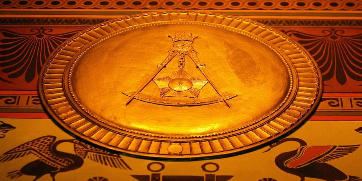 O que é a maçonaria e por que ela está rodeada de mistério e polêmica