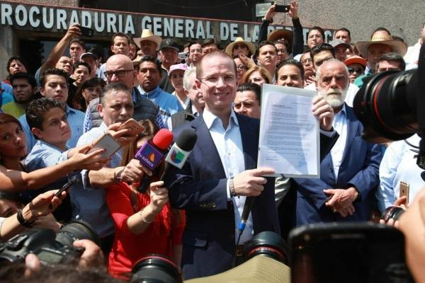 Ricardo Anaya acudió a la PGR.