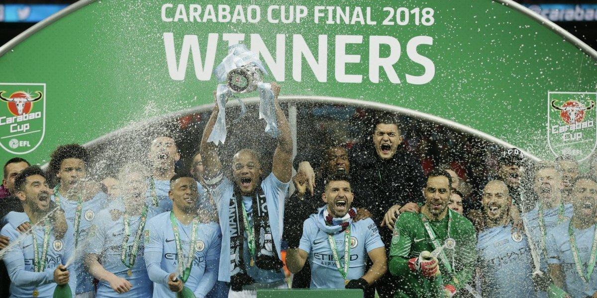 El City goleó al Arsenal para ganar la Copa de la Liga Inglesa y Bravo sumó su primer título en Inglaterra