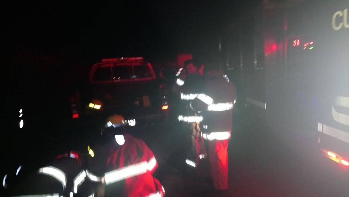 Un fallecido tras accidente de camión y bus en el sur de Ecuador