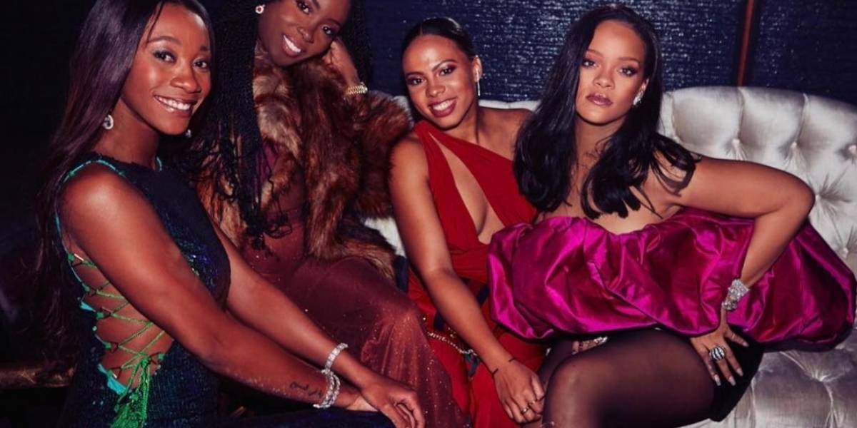 Rihanna festeja sus 30 años y su vestido se roba la noche
