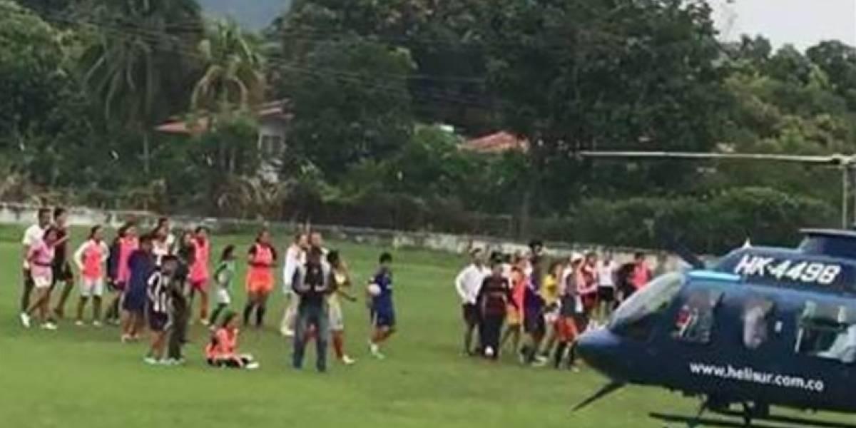 Video: Helicóptero de un senador aterrizó peligrosamente en medio de cancha de fútbol en la que jugaban niños