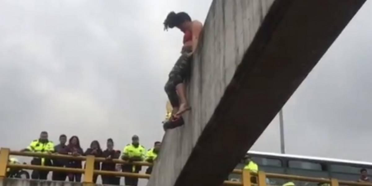 Video: Mujer intentó quitarse la vida saltando de un puente en Bogotá