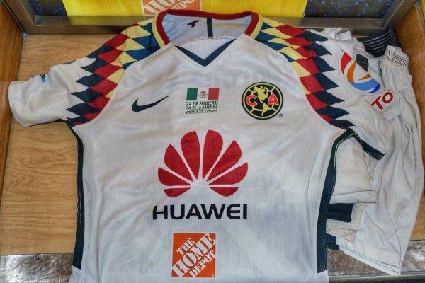 08d3b00b06a24 Playera América rinde homenaje al Día de la Bandera