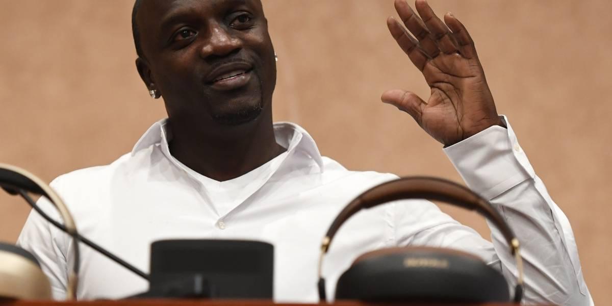 Cantante Akon alega que gobierno rechazó su ayuda para energizar la isla