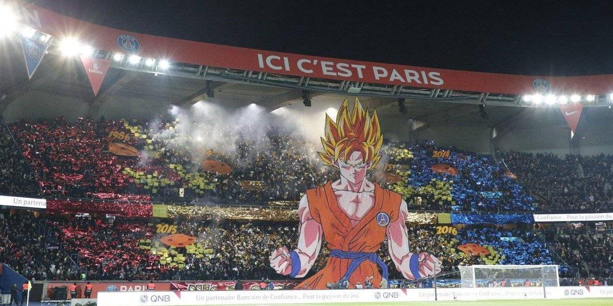 Aficionados del PSG inspiran a sus jugadores con Gokú
