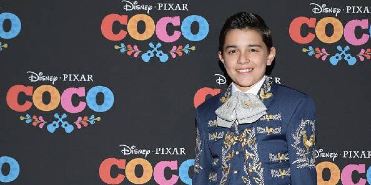 """Esta es la emotiva historia del niño mexicano que prestó su voz al protagonista de """"Coco"""""""