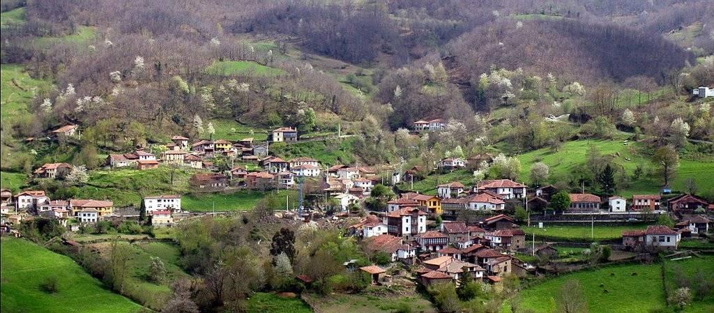 Ponga, en Asturias, entre ciudades que te pagan por vivir fuera de tu país