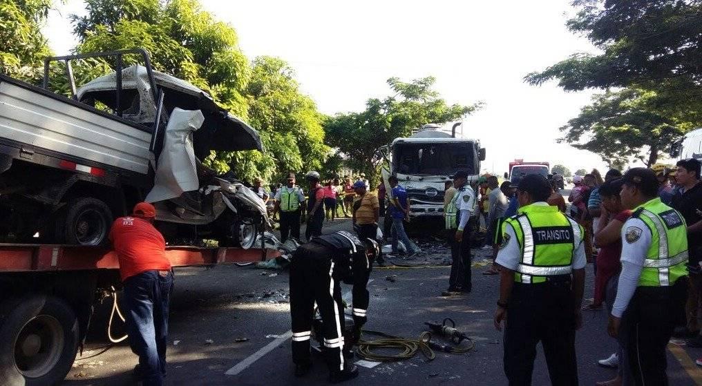 9 fallecidos y 2 heridos tras choque en vía Babahoyo - Juján