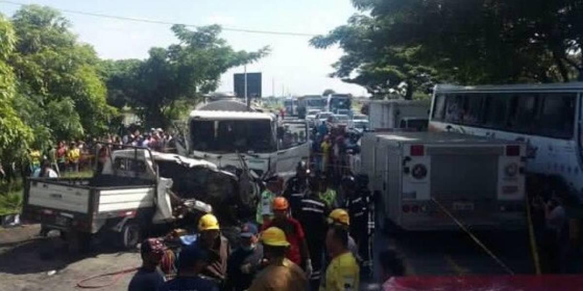 10 fallecidos y 2 heridos tras choque en vía Babahoyo - Juján