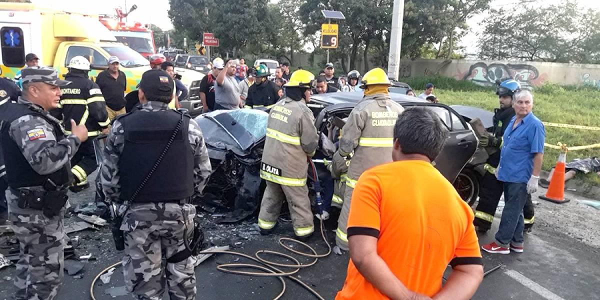 Un muerto y seis heridos por choque de autos en la vía a Daule