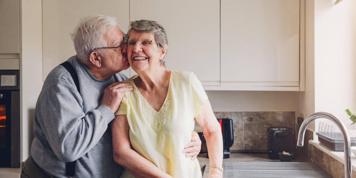 (Video) Tiernos abuelitos celebraron su aniversario de emotiva manera en cuarentena