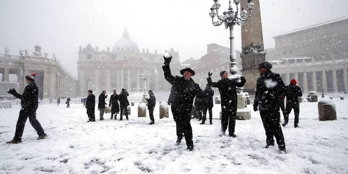 Nevasca rara deixa Roma toda coberta de branco