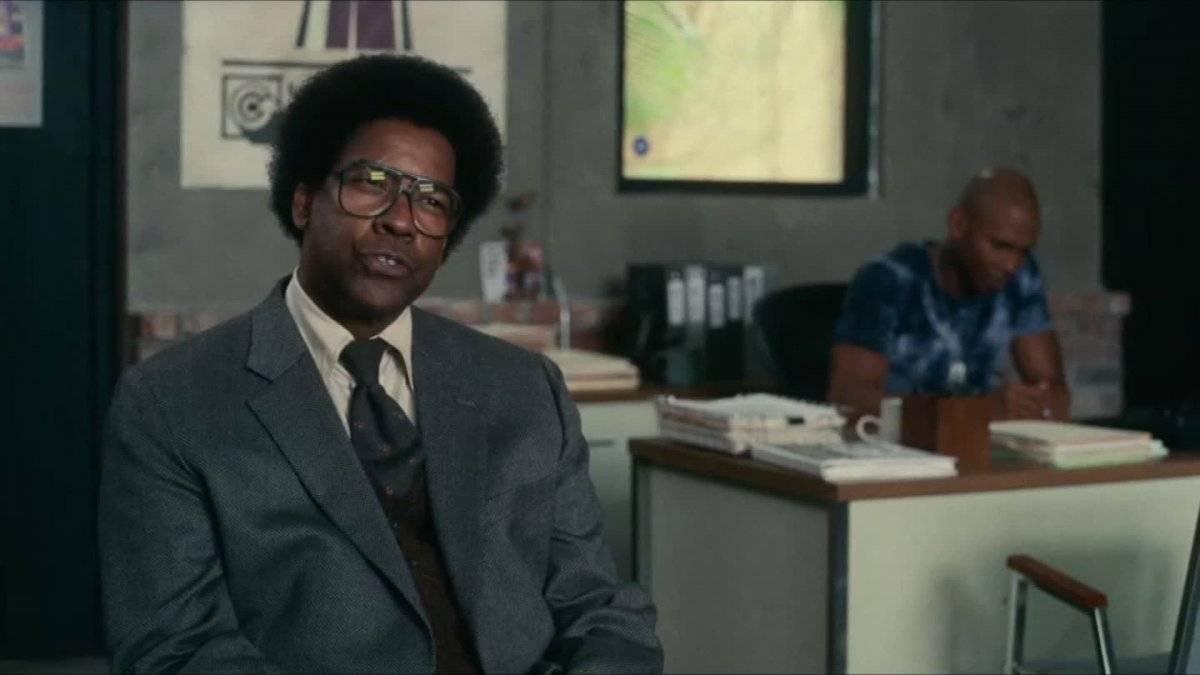 """Denzel Washington. O personagem do ator em """"Roman J. Israel, Esq."""" é bastante diferente do que ele normalmente vive nos cinemas e, por isso, tem chamado a atenção. Na trama, ele é um advogado honesto que sofre psicologicamente por ver outros levando crédito por seu bom trabalho e que acaba descobrindo um esquema sujo que o coloca em perigo. Vencedor de dois Oscar na carreira, o artista já ganhou como melhor ator por """"Dia de Treinamento"""", em 2002 / Divulgação"""