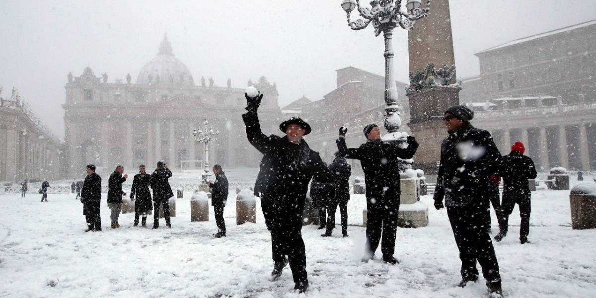 FOTOS: Nieve desata 'la guerra' en el Vaticano