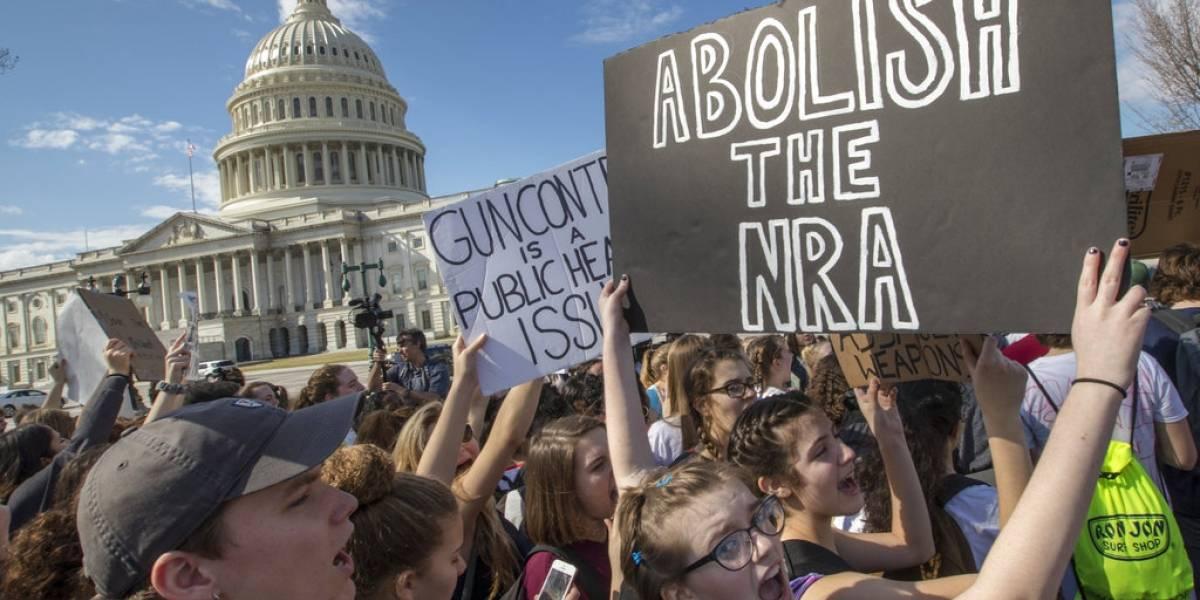 Congreso de EE. UU. enfrenta presiones por armas de fuego