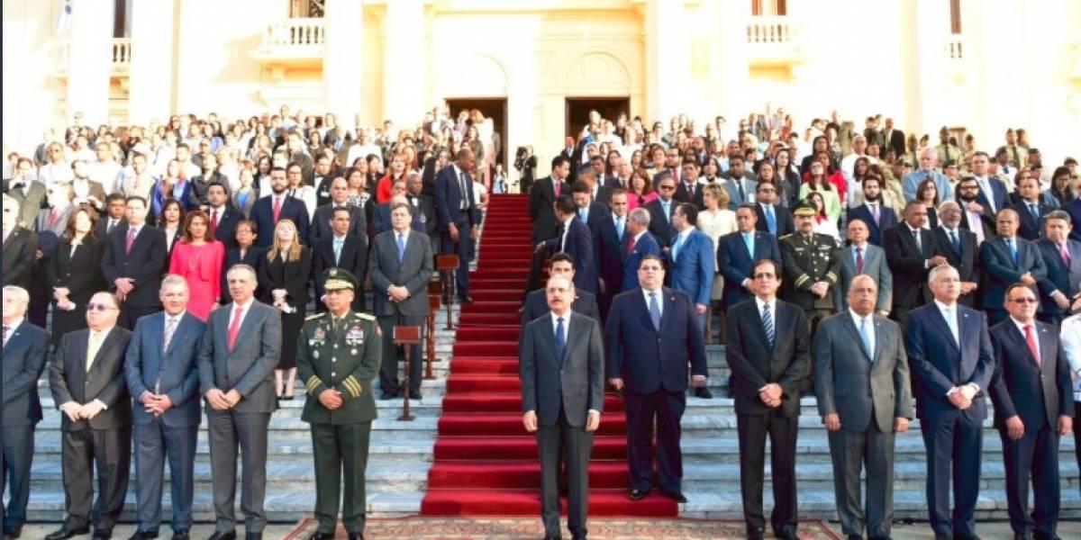 Danilo encabeza acto de homenaje a la bandera en el Palacio Nacional
