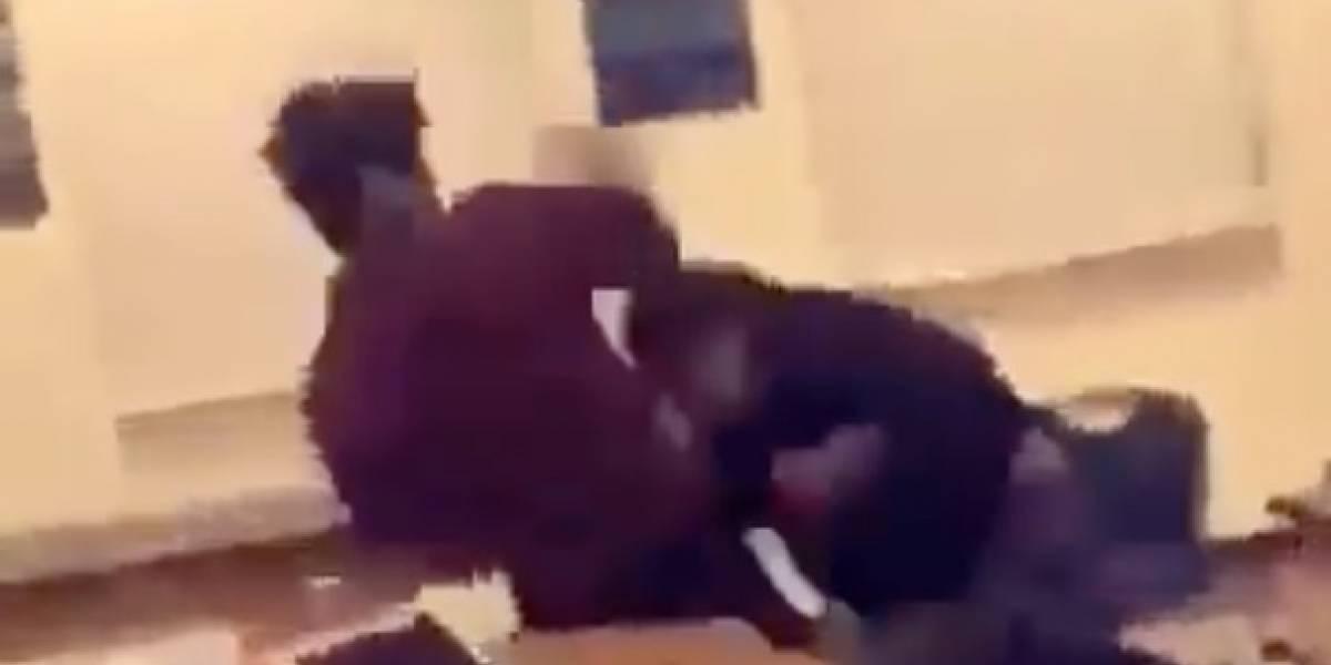 Profesor graba pelea de sus alumnos en plena clase