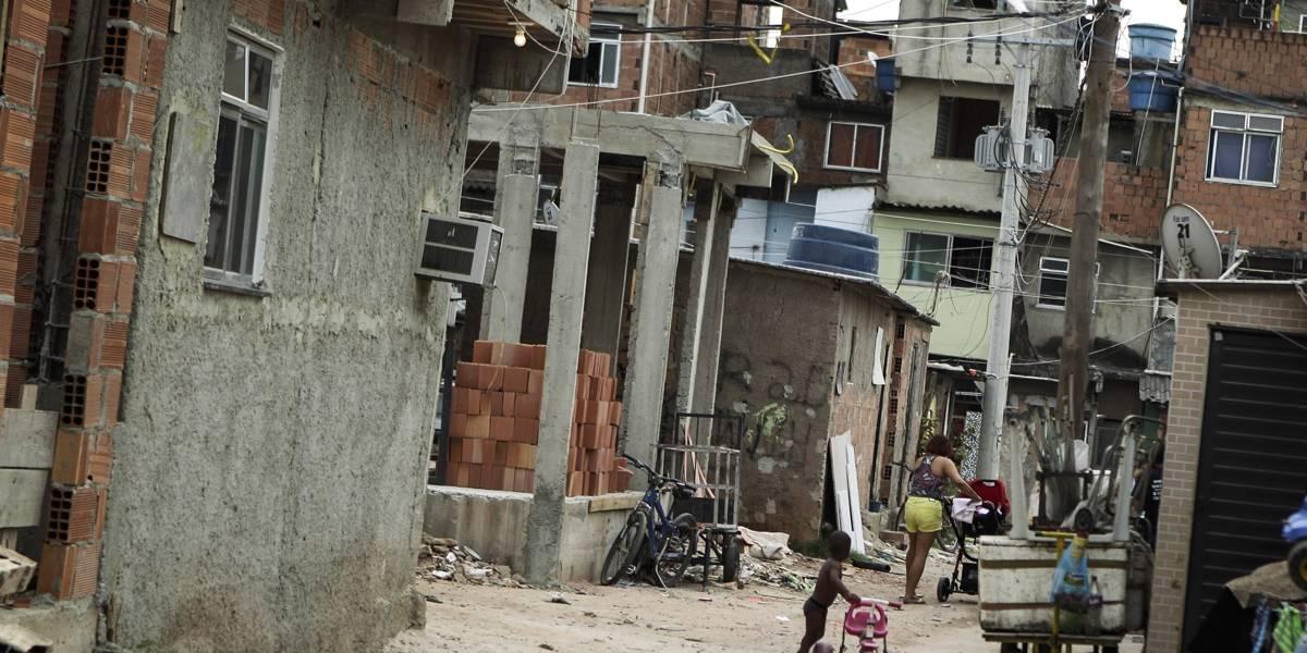PRF apreende 12 fuzis e 33 pistolas que seriam entregues no Complexo da Maré
