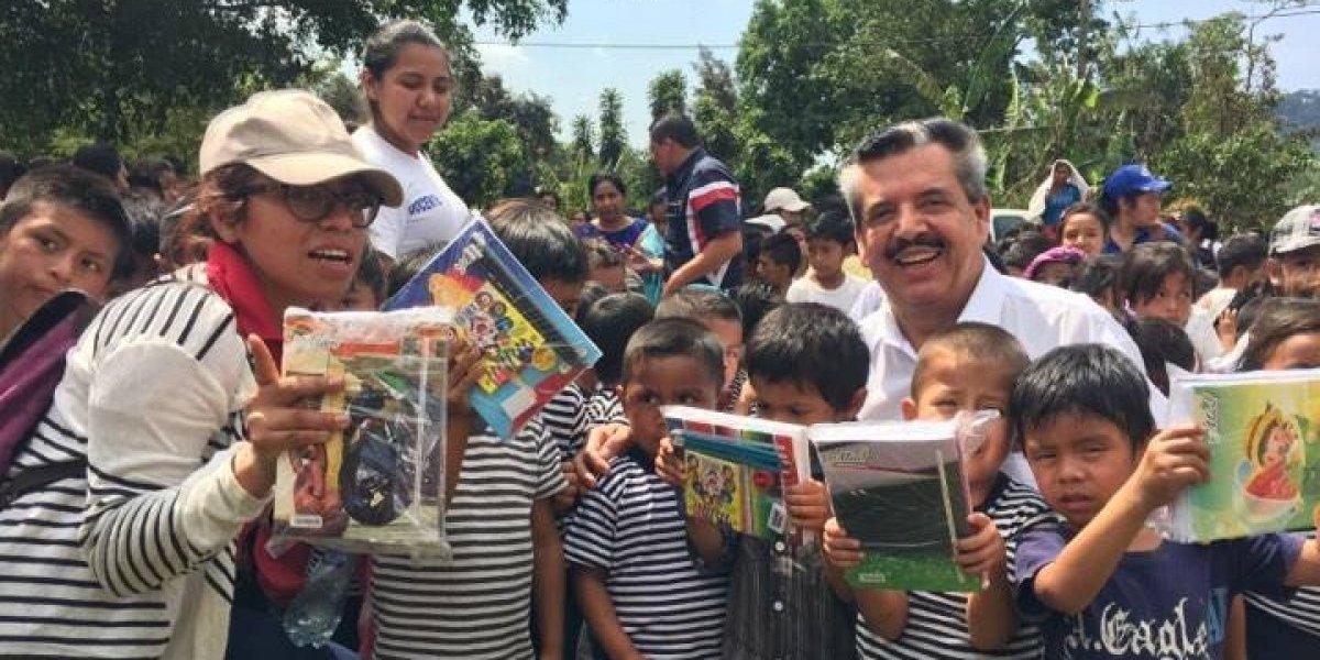 """Campaña """"Cuadernos con Corazón"""" beneficia a 10 escuelas del área rural de Escuintla"""