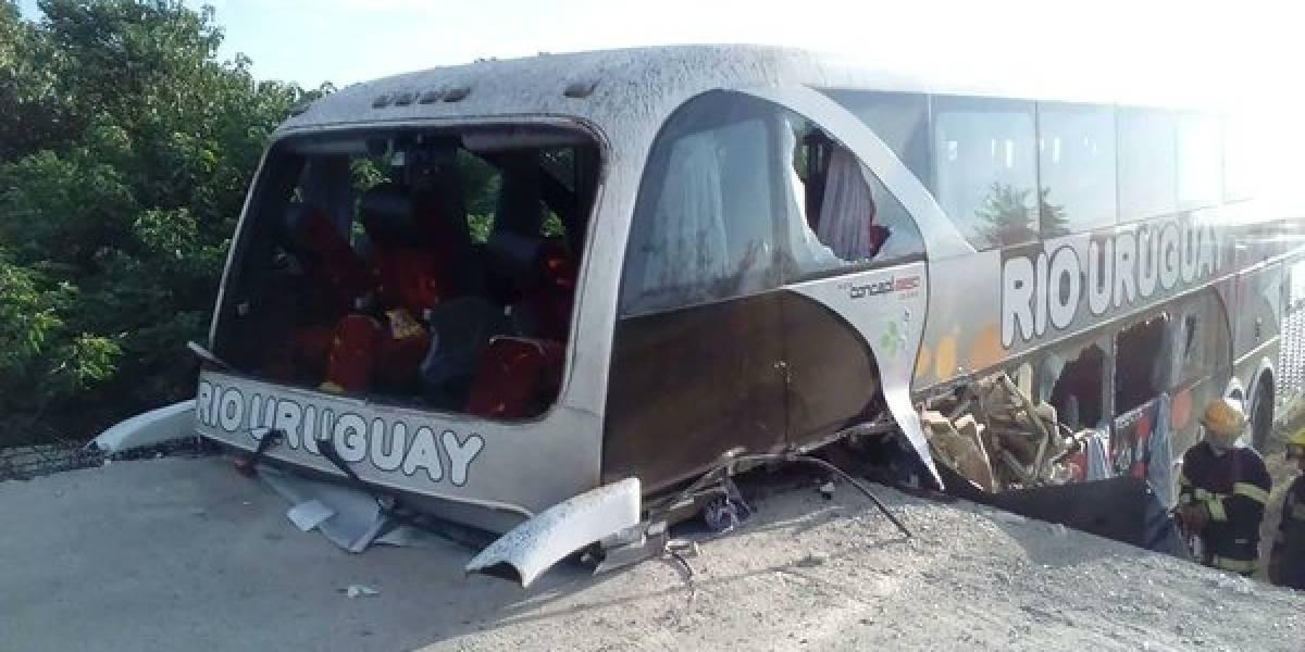 Violento accidente en bus que transportaba a jóvenes futbolistas deja tres víctimas fatales en Argentina